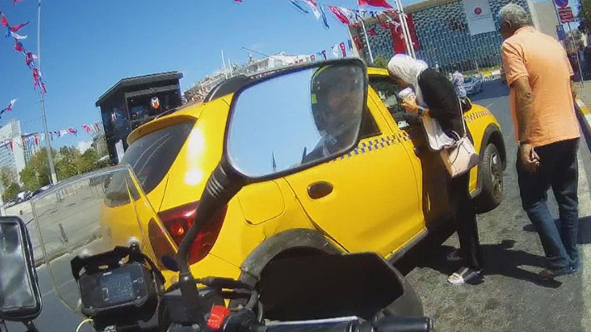 Taksim'de fazla para koparmaya çalıştığı turistleri mağdur eden taksici trafikten men edildi