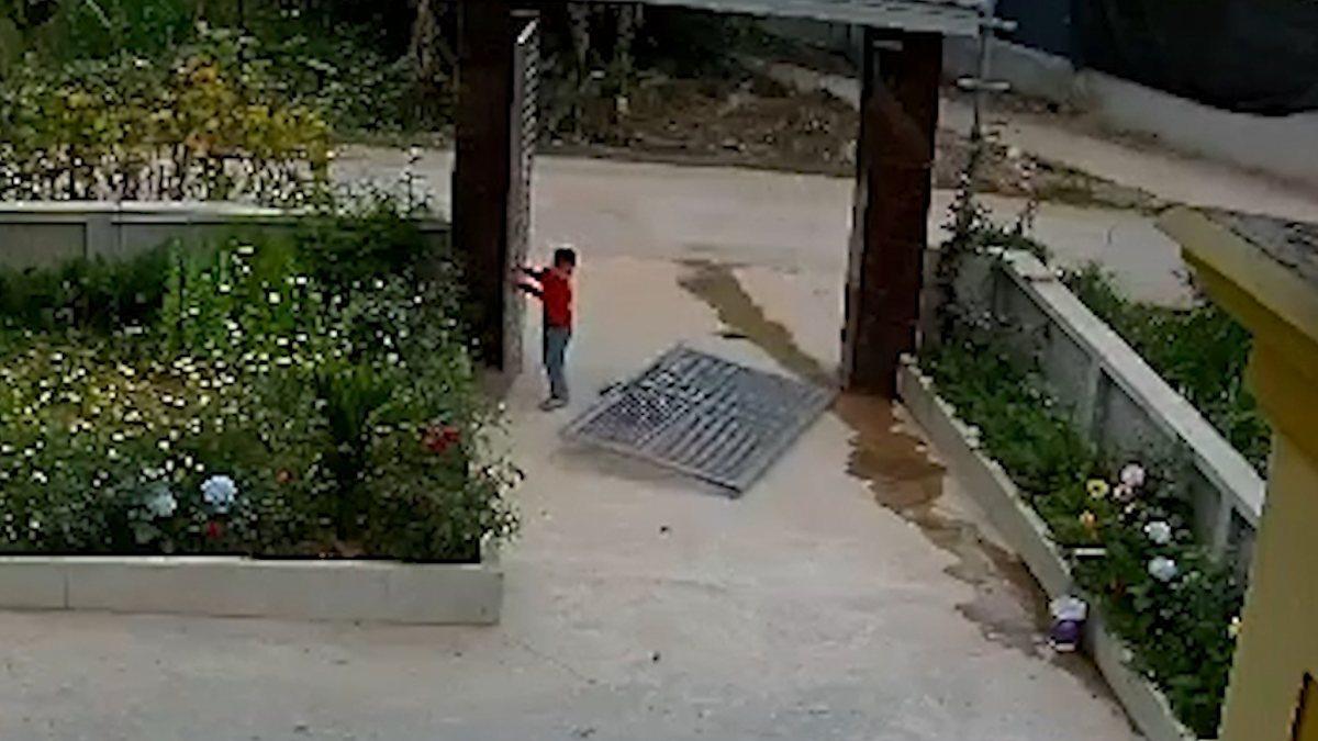 Vietnam'da bir çocuk, demir kapının altında kaldı